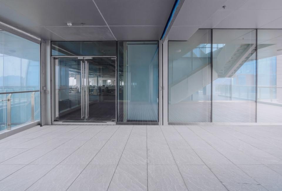 przeszklone drzwi biurowe